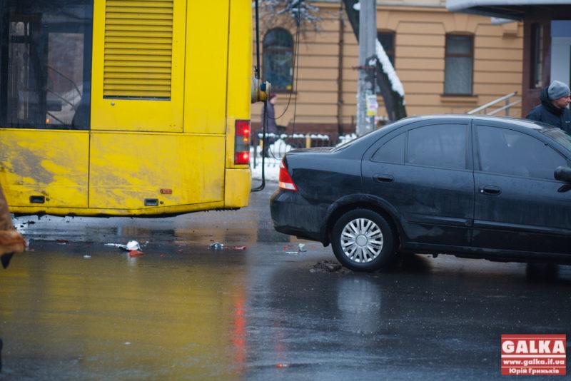 Тролейбус, ДТП, аварія, Василіянок, Гаркуші, Грушевського, Грюнвальдська_9628