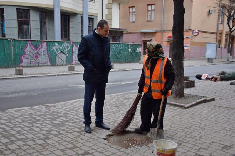 Міський голова обурений якістю прибирання в Івано-Франківську (відеосюжет)