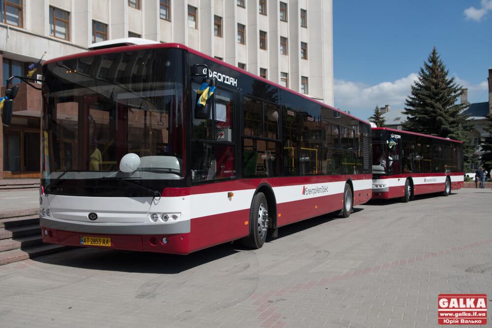 Сучасні та комфортні: шість нових автобусів для 27 маршруту презентували у Франківську (ФОТО)