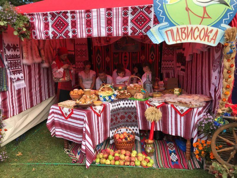 «Покутське яблуко»: на Прикарпатті відбувся фольклорно-етнографічний фестиваль (фоторепортаж)