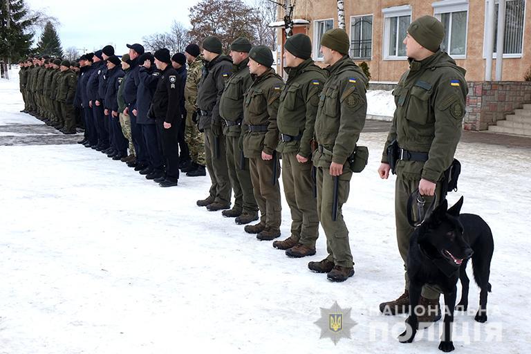 У Франківську поліціянти і нацгвардійці відпрацьовували навички конвоювання  (ФОТО)