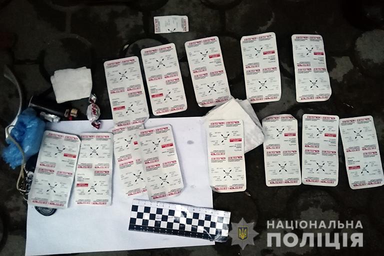 Франківські поліціянти знайшли у чоловіка 100 таблеток субітексу та амфетамін (ФОТО)