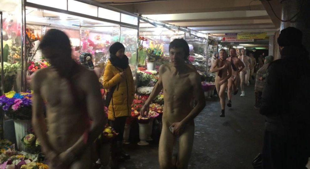 У Києві 10 чоловіків влаштували забіг голяка (ВІДЕО)