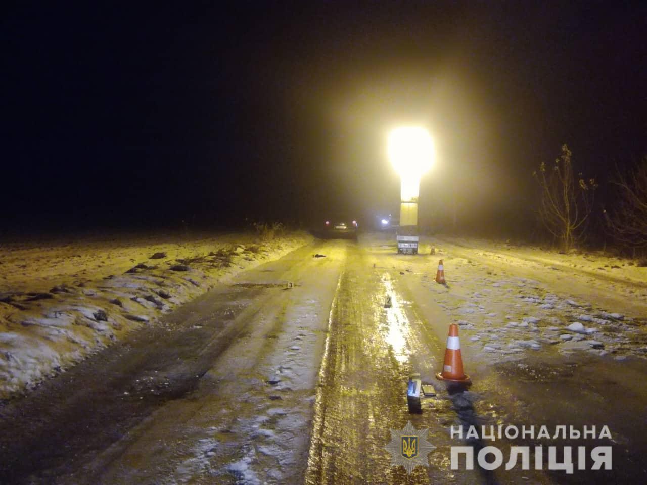 У ніч на неділю в Івано-Франківській області ще один автомобіль наїхав на пішохода, який лежав на дорозі