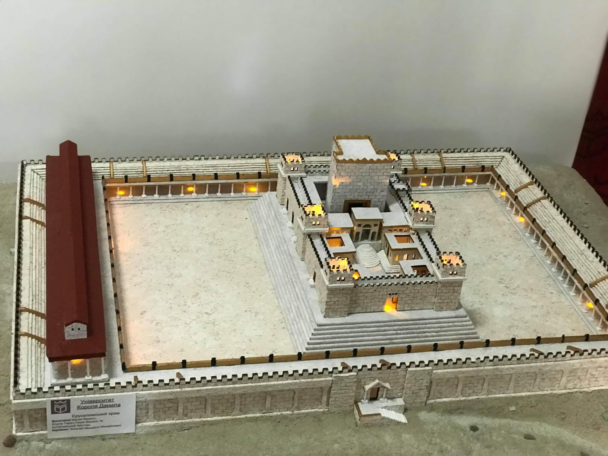 Франківські студенти створили макет Єрусалимського храму для Церкви Царя Христа (ФОТО)
