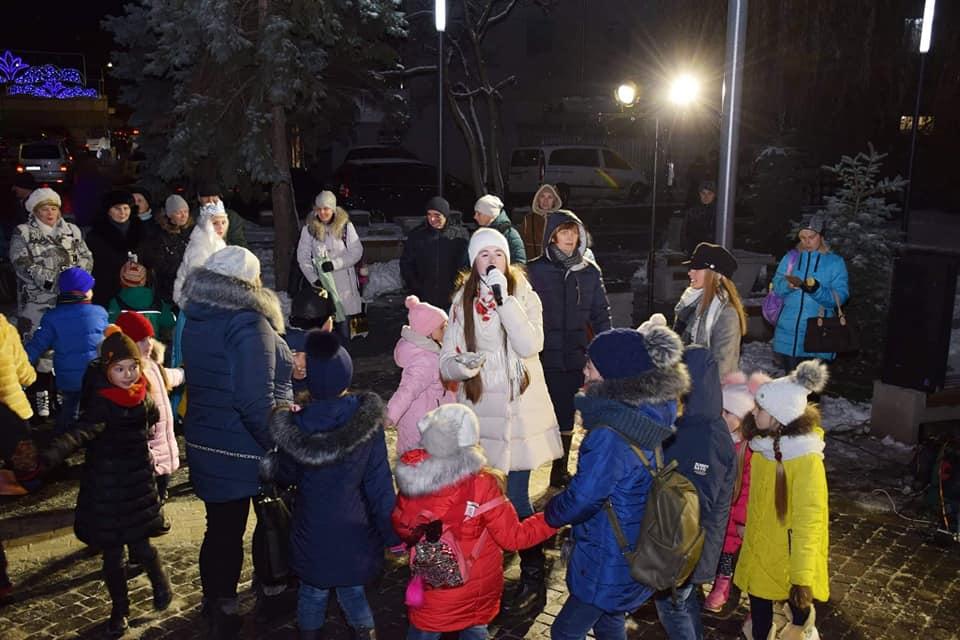 На Галицькій засяяла новорічна ялинка (фоторепортаж)