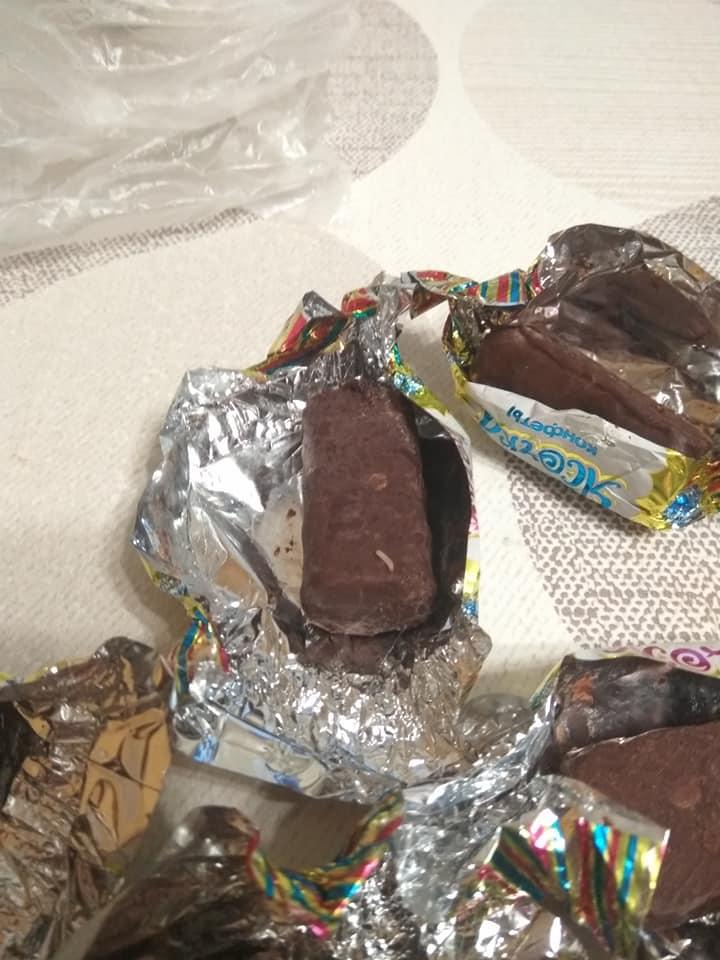 В одному із магазинів у центрі міста франківчанка придбала цукерки із хробаками (фотофакт)