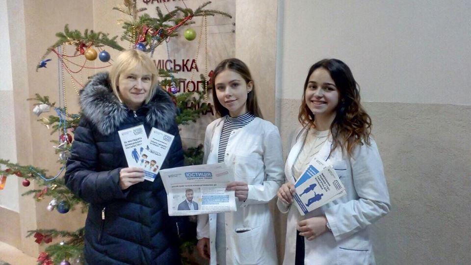 У Франківській стоматології громадянам розповідали про їхні права (ФОТО)