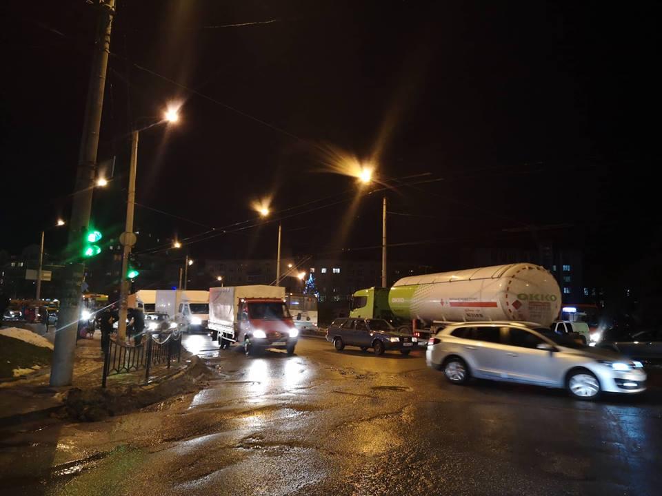 Через незначну ДТП на Коновальця на сусідніх вулицях утворилися затори (ФОТО)
