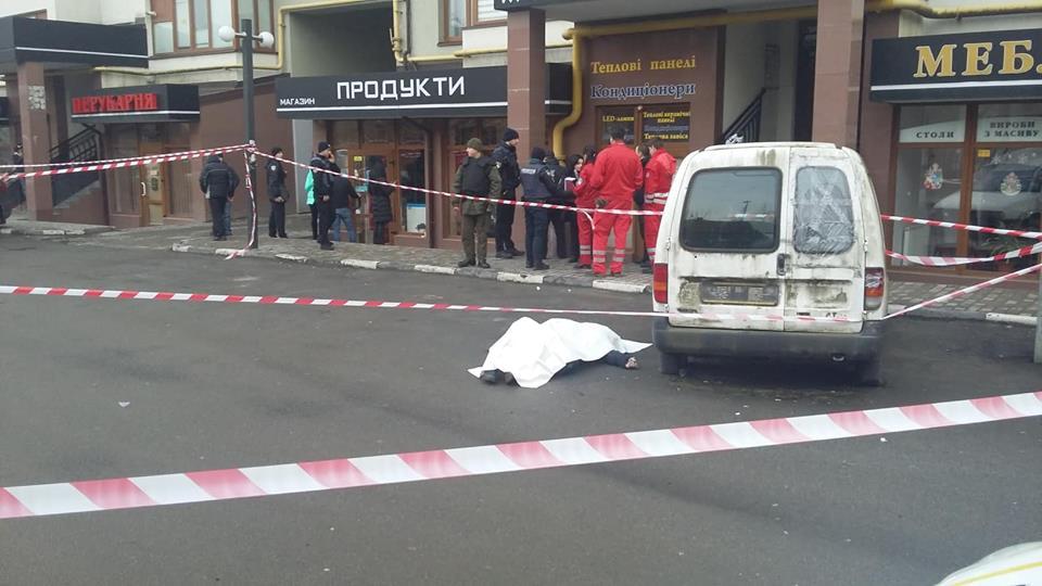 У центрі Франківська застрелили чоловіка (ФОТО, ВІДЕО, ОНОВЛЕНО)