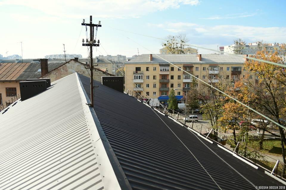 """Цьогоріч КП """"МІУК"""" відремонтувало дахи у 22 будинках"""