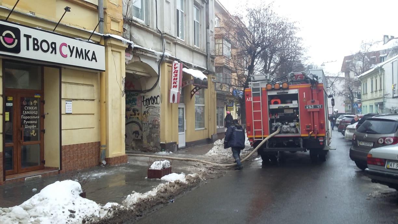 В центрі Франківська сталася пожежа, вулиця Грушевського перекрита (ФОТО, ВІДЕО)