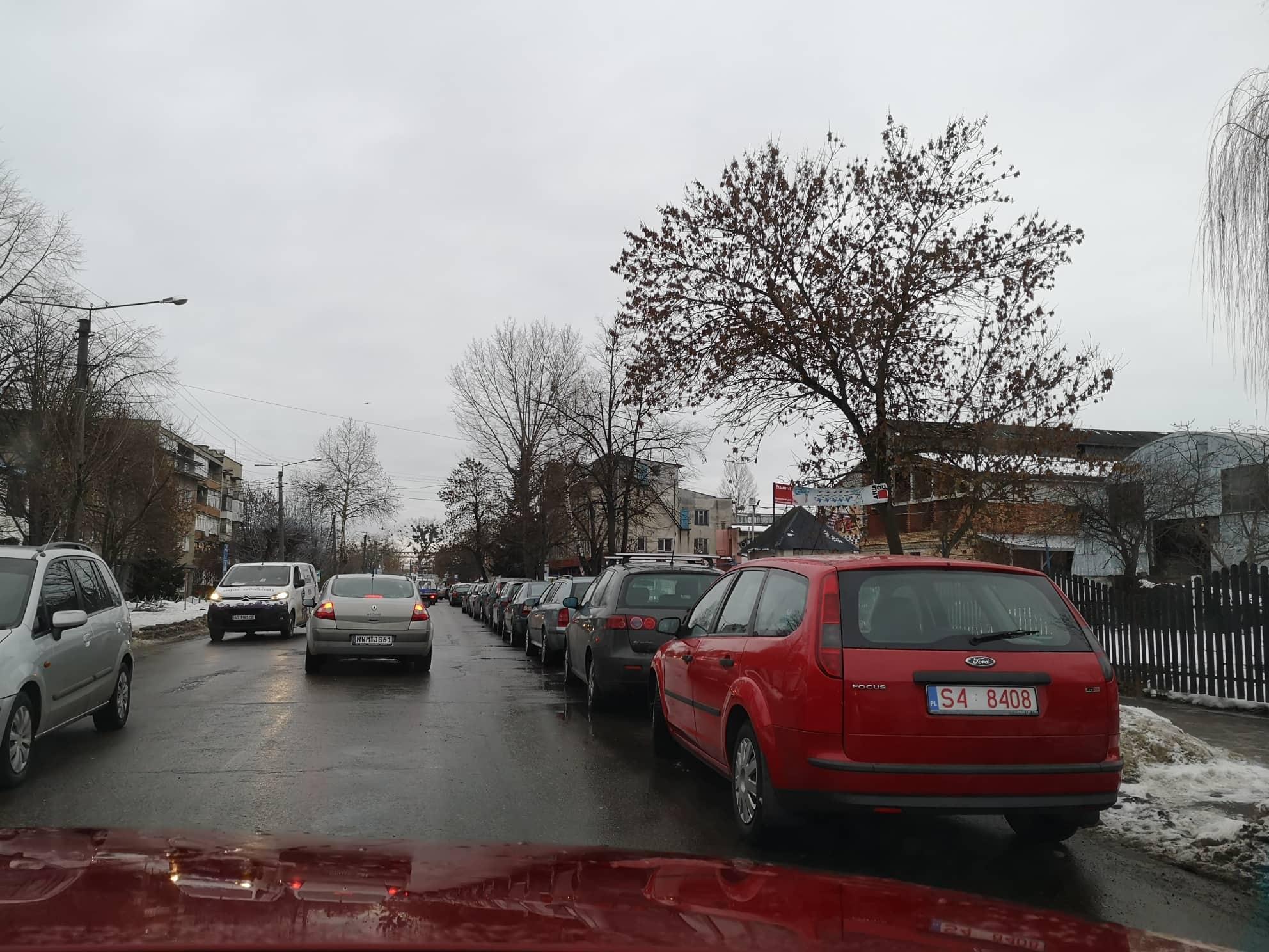 Поблизу митного посту у Франківську зібралися більше сотні машин – не встигають розмитнитись (ФОТОФАКТ)