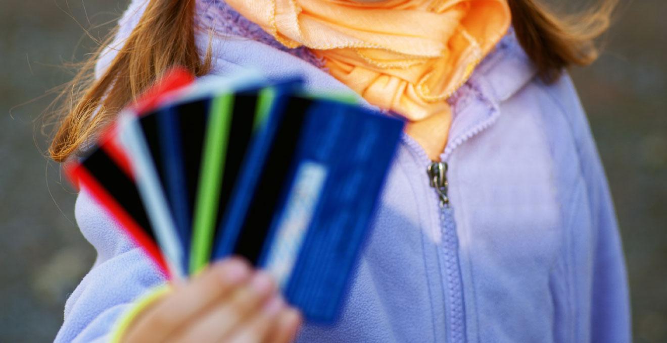 У Франківську впровадятьелектронну картку учня, якою можна розрахуватися в їдальні