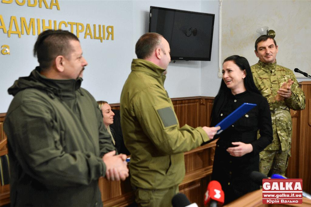 Ще 11 франківських атовців і сім'я з дитиною з ДЦП отримали договори на квартири (ФОТО)