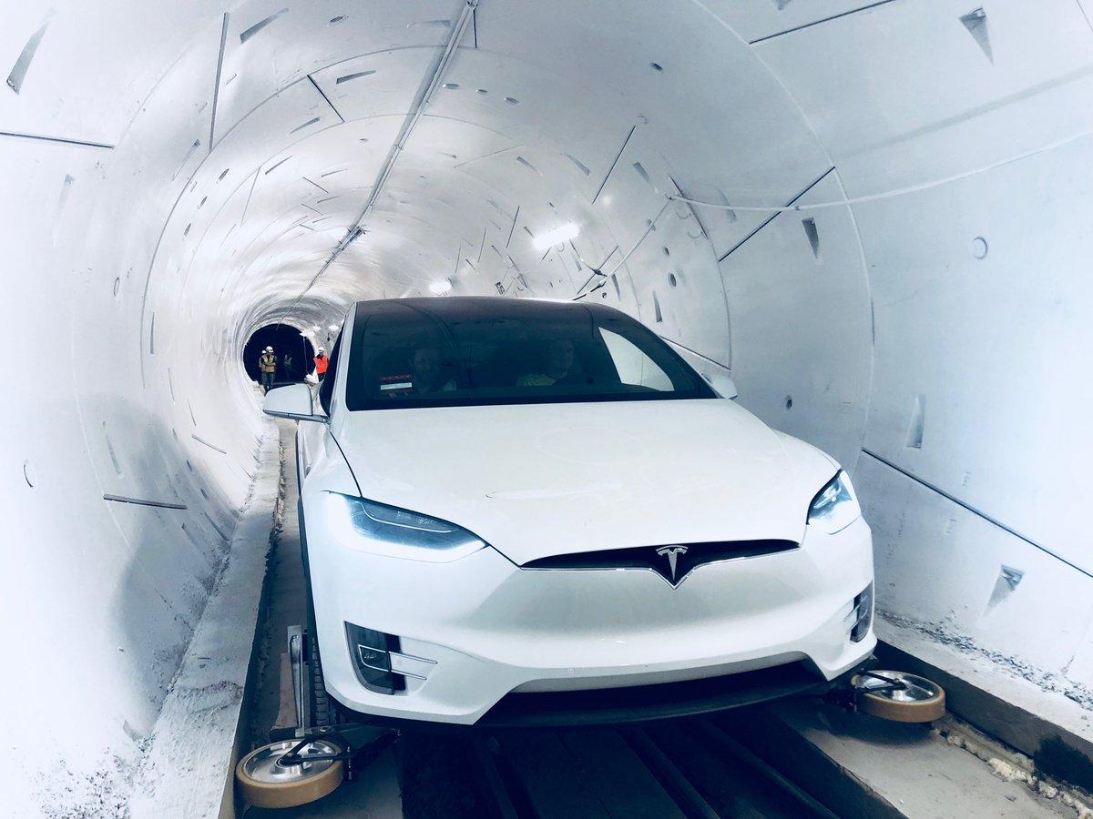 Ілон Маск відкрив швидкісний тунель під Лос-Анджелесом (ФОТО, ВІДЕО)