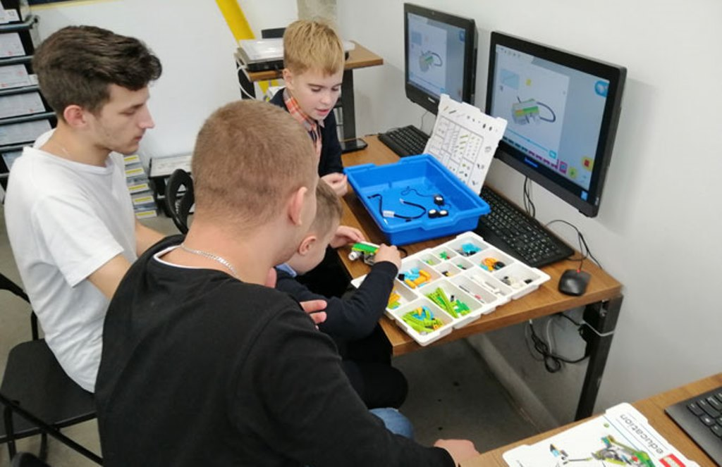 Франківські студенти провели для школярів заняття з робототехніки (ФОТО)
