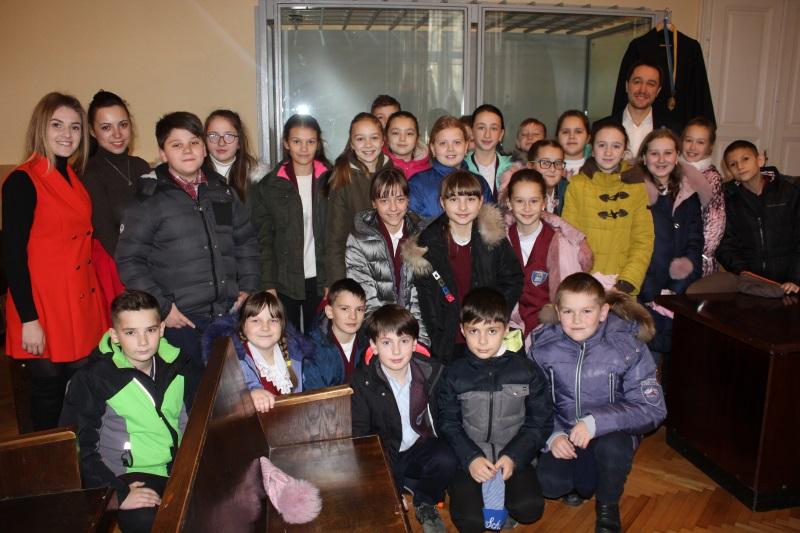 Прикарпатські школярі спробували себе в ролі суддів (фоторепортаж)
