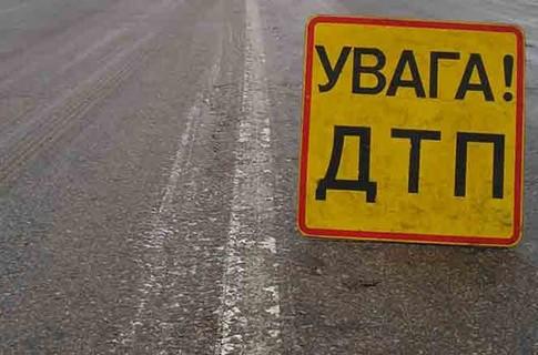 У Франківську на Коновальця сталась ДТП: зіткнулись автівка та автобус