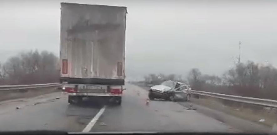 У Франківську на мості зіткнулися дві автівки (ВІДЕО)