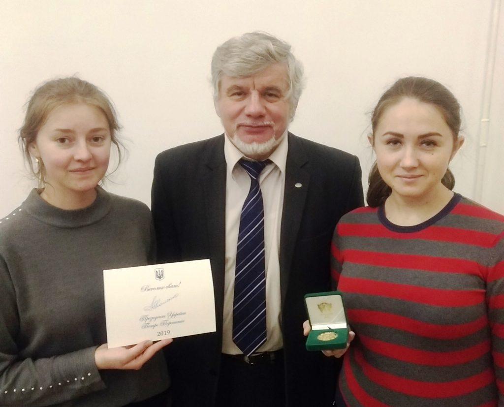 Франківська студентка презентувала в Києві медову жуйку від пародонтиту