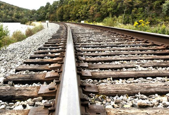 У Делятині травмувався п'яний чоловік, бо йшов заблизько до поїзда