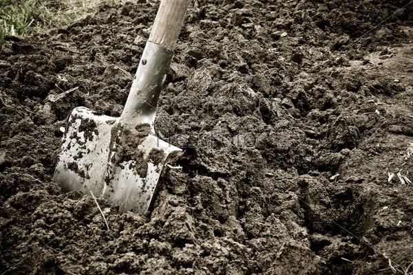 На Прикарпатті чоловіка рятували із ями для поховання