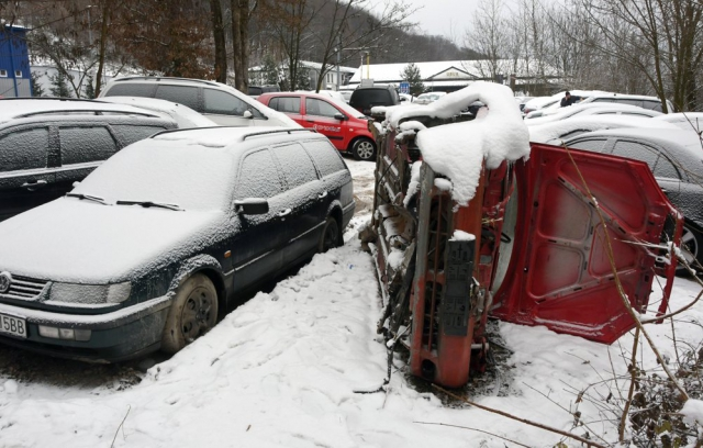 Звалище євроблях: українці масово кидають автівки у Словаччині (ФОТО)