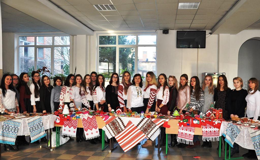 П'ять тисяч гривень зібрали студенти на благодійній акції для онкохворої прикарпатки (ФОТО)