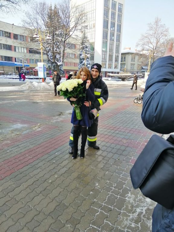 У мережі з'явилось відео неймовірного освідчення, яке рятувальник зробив своїй дівчині (ВІДЕО)