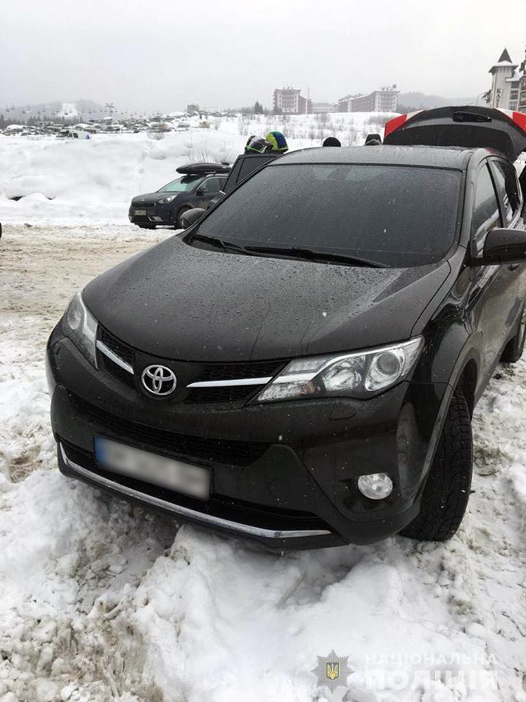 """На Прикарпатті """"на гарячому"""" спіймали харків'ян, які обкрадали автомобілі (ФОТО)"""