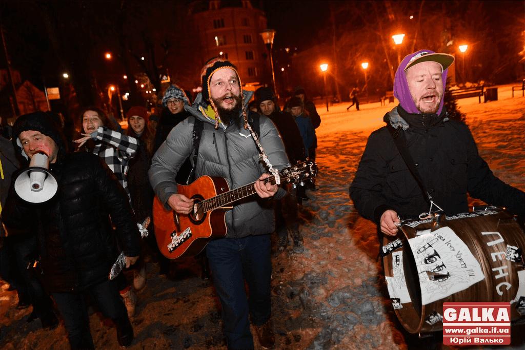 Десятки франківців та гостей міста вуличною колядою прославляють народження Христа (ФОТО, ВІДЕО)