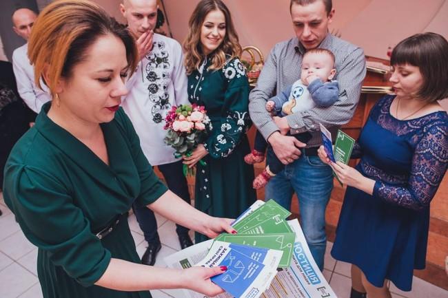 На Прикарпатті під час весілля молодятам розповідали про права (ФОТО)