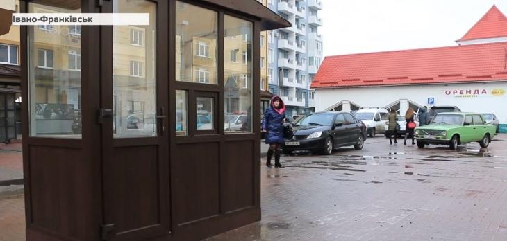 У центрі Франківська облаштували платну парковку (ВІДЕО)