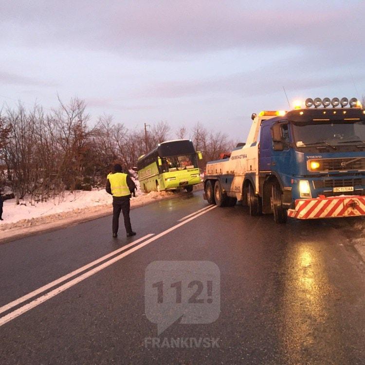 У четвер зранку на дорогах області через ожеледицю сталися кілька ДТП (ФОТО, ВІДЕО)