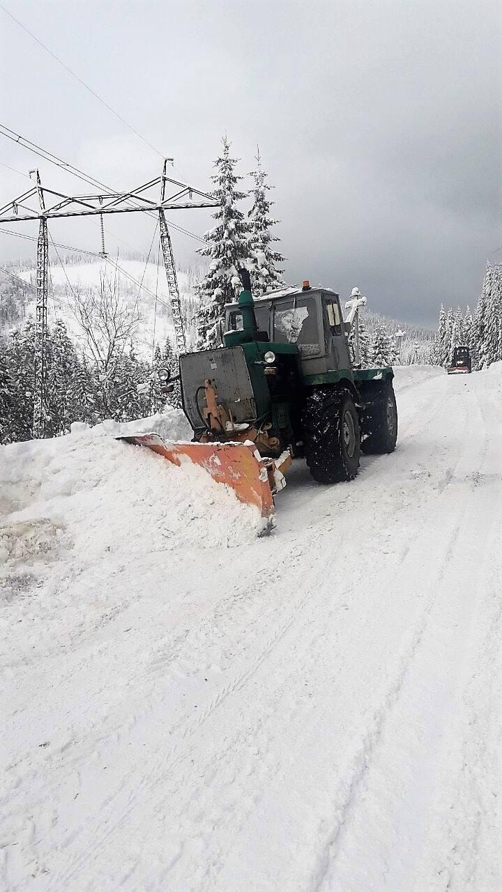 Дорогу Долина – Хуст у високогір'ї замело снігом. Проїзд ускладнений (ФОТО)