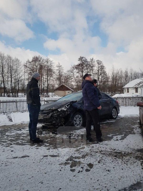 У селі поблизу Івано-Франківська ДТП, рух ускладнений (ОНОВЛЕНО)