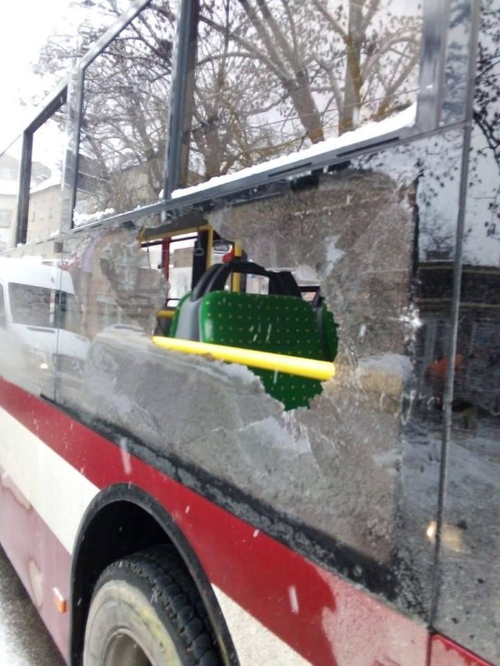 ДТП в Івано-Франківську: на Коновальця зіткнулися два автобуси (ФОТО)