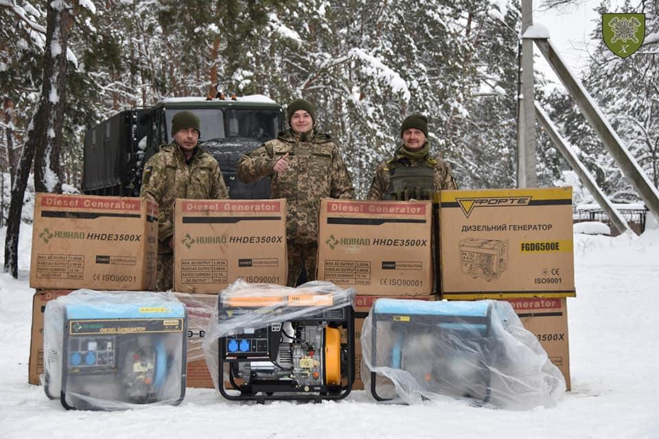 Волонтери передали прикарпатським військовим дизельні генератори (ФОТО)