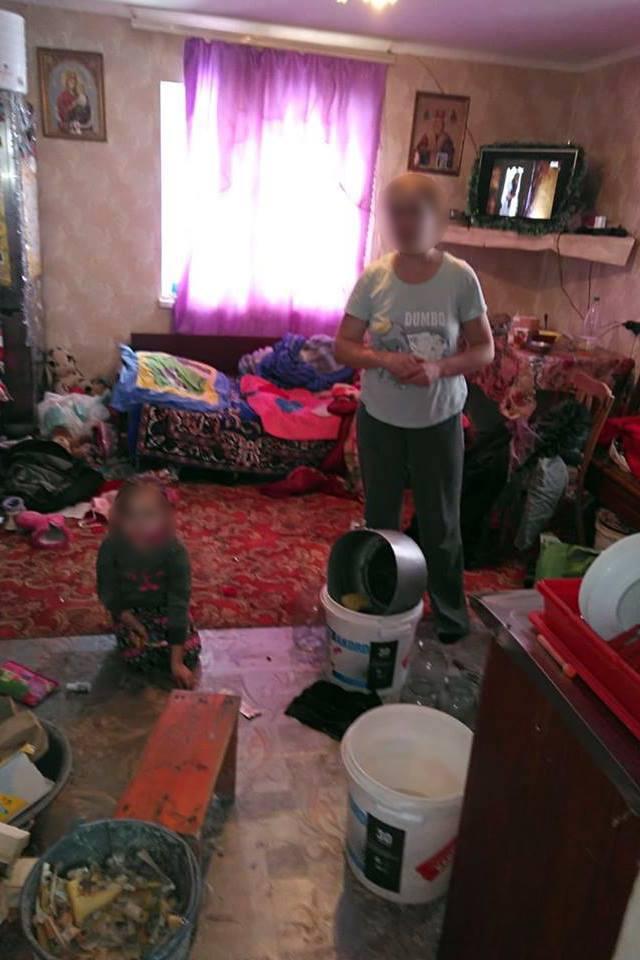 На Богородчанщині у любительки алкоголю забрали двох малих дітей (ФОТО)
