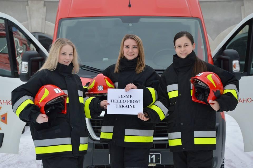 Івано-Франківські рятувальниці  долучилися до всесвітнього флешмобу, на підтримку дівчинки з Англії (ФОТО)