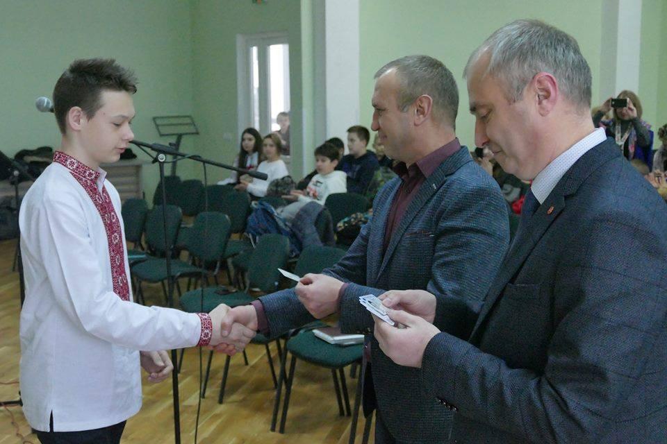 Франківськім школярам урочистовручили паспорти громадянина України (ФОТО)