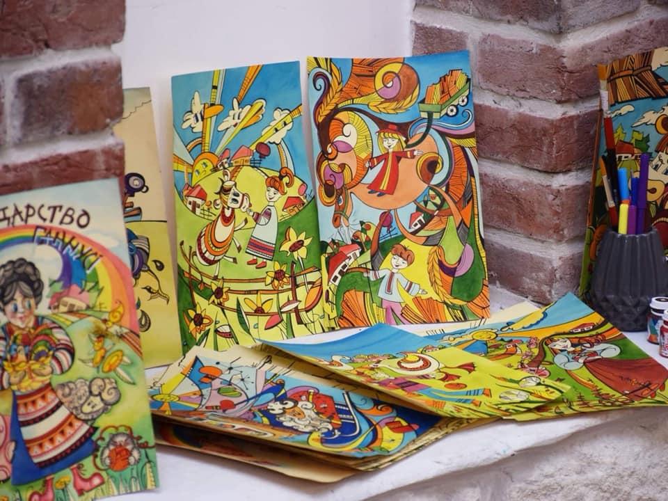 У Франківську презентували книгу-розмальвоку про дитячі спогади (ФОТО)