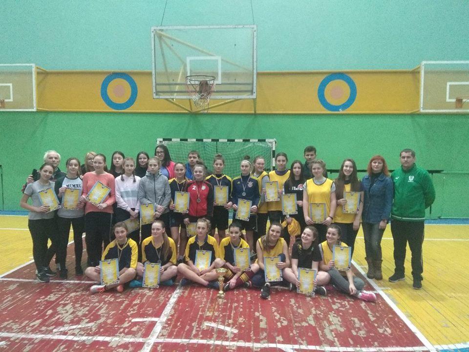Франківські школярки позмагалися в гандбольному турнірі на кубок учасників АТО (ФОТО)