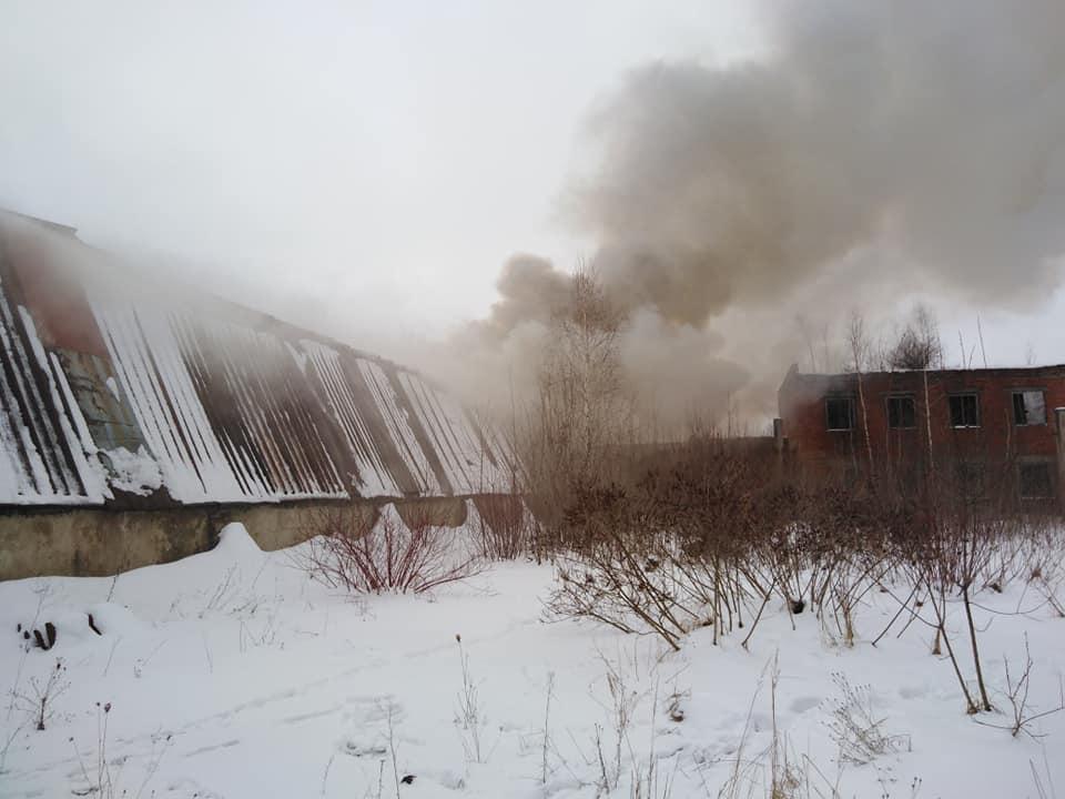 У промисловій зоні Івано-Франківська сильна пожежа (ФОТО, ОНОВЛЕНО)