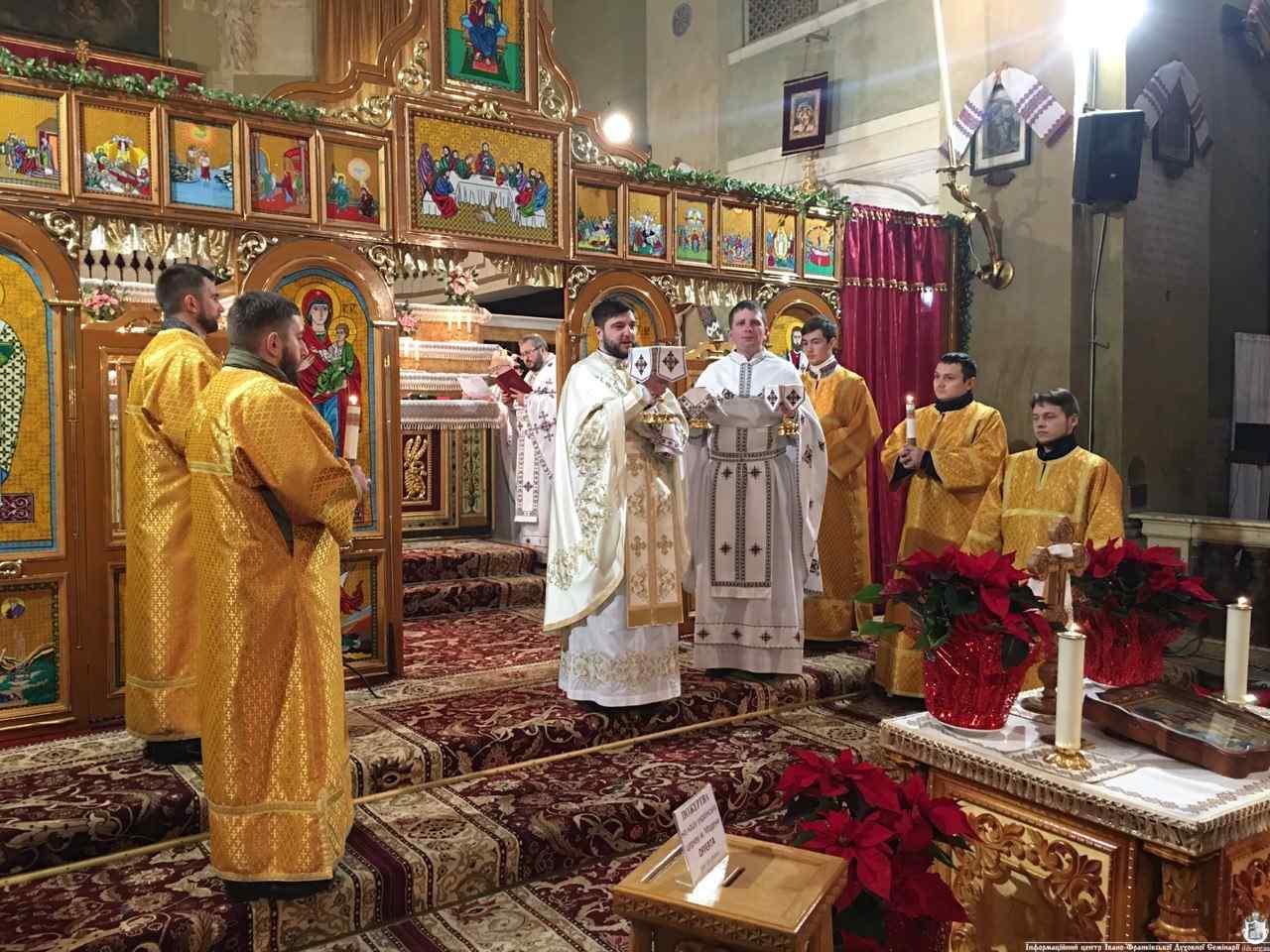 Священики і семінаристи з Івано-Франківська колядують в Італії (ФОТО)