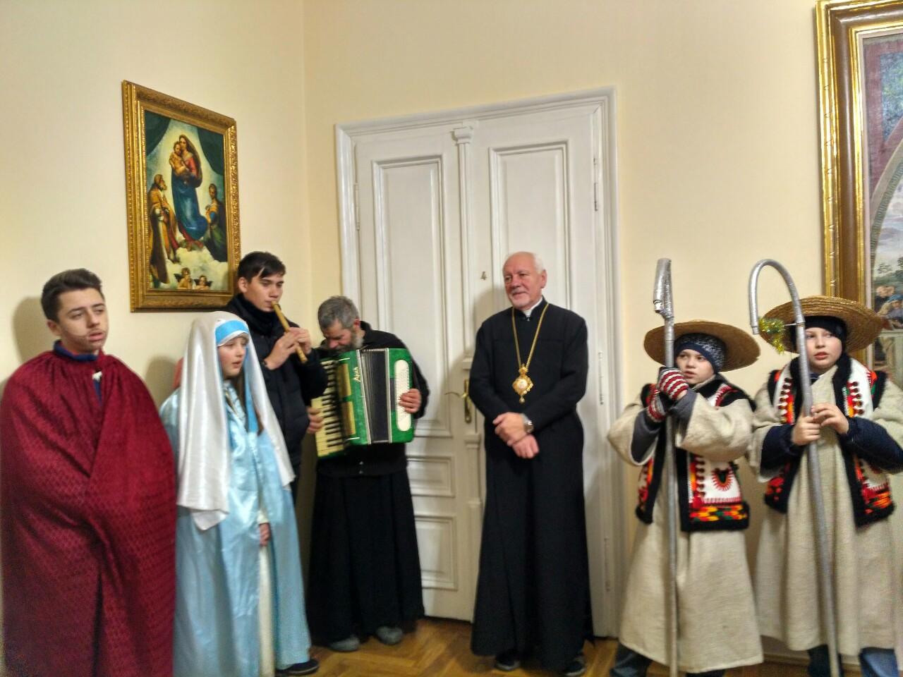 Як священики і школярі колядували у Митрополита (ФОТО)