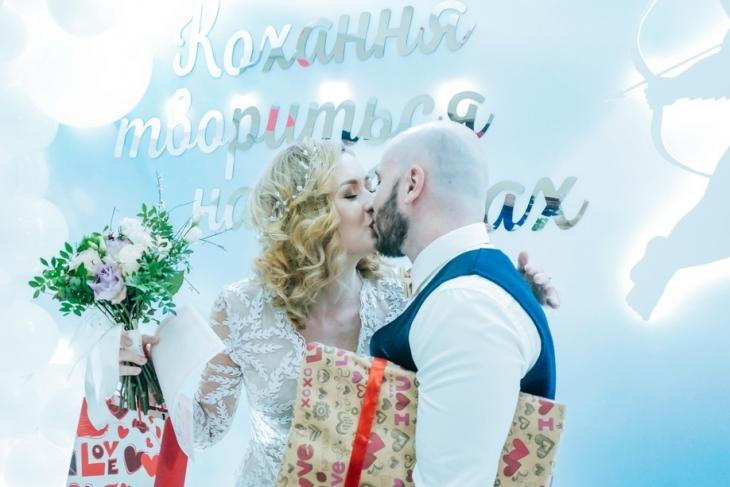 Вперше у Франківську зареєстрували шлюб з австралійцем (ФОТО)