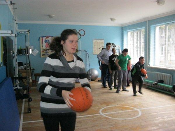 У Франківську провели спортивні естафети серед дітей та молоді з функціональними обмеженнями (фоторепортаж)