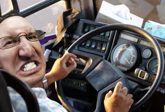 """""""Виходьте, кінцева!"""", – у Франківську водій автобуса відмовився везти пасажирів за маршрутом"""